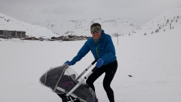 Daddy Day Care Pram push in fresh powder at 2200m above sea level - hardcore